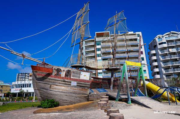 アラハビーチの船