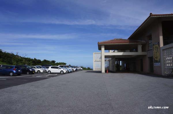 ぬちまーす 駐車場