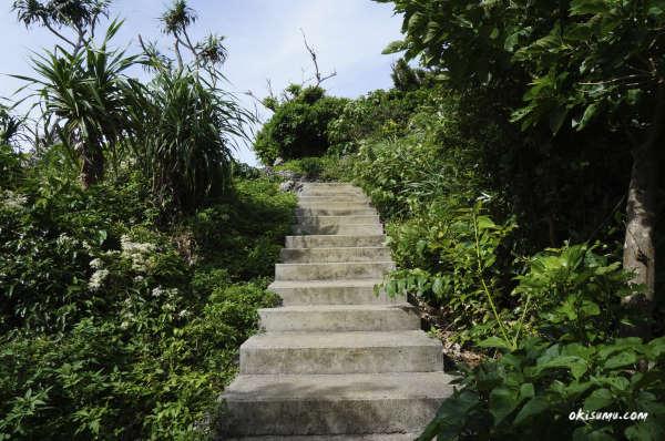 果報バンタへの階段