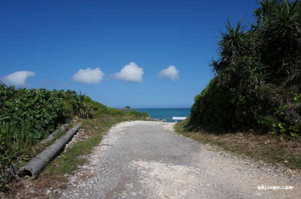 ムルク浜に向かう道