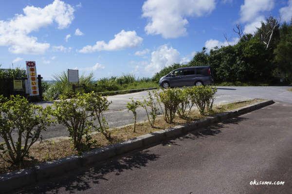 恩納村の穴場ビーチの駐車場