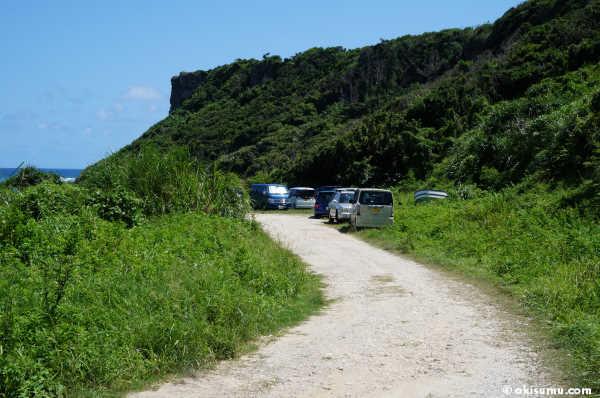 ウクの浜の駐車場