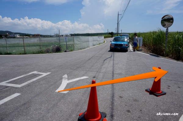 真栄田岬の駐車場の入口