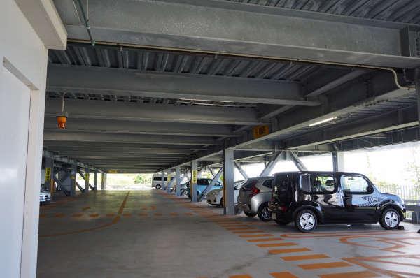 エメラルドゲート駐車場