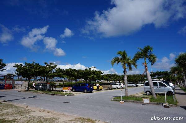 トロピカルビーチの駐車場
